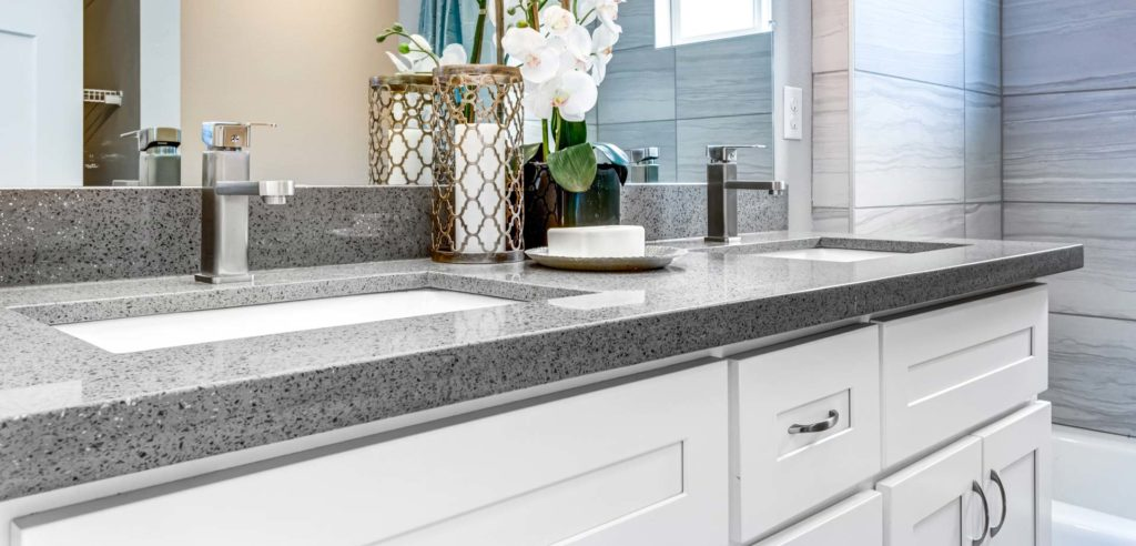 Beautiful and modern bathroom with Quarzo countertop.